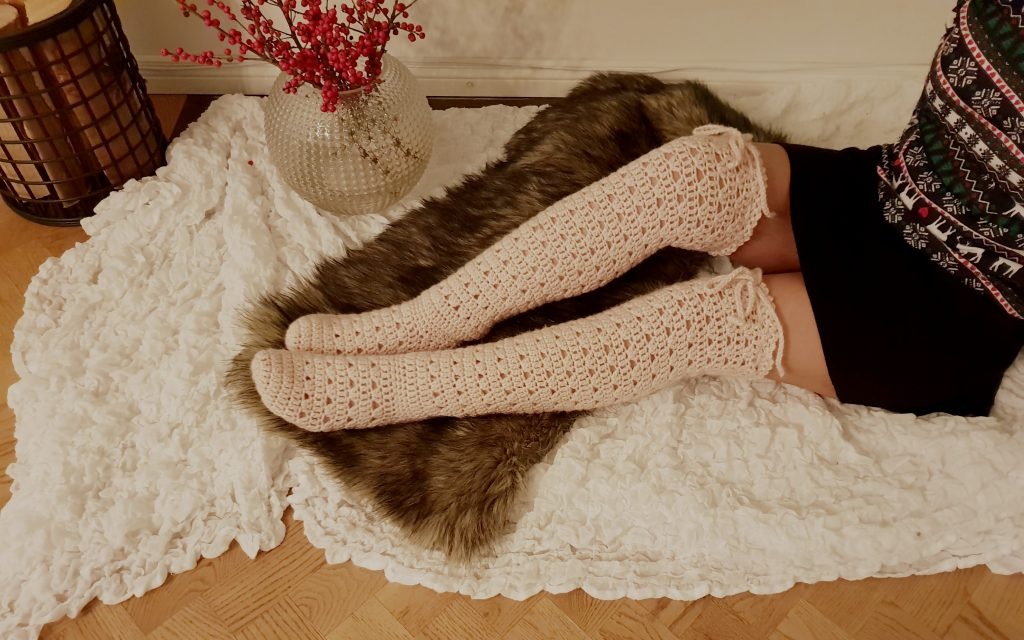 best-examples-of-knitted-knee-high-socks-patterns