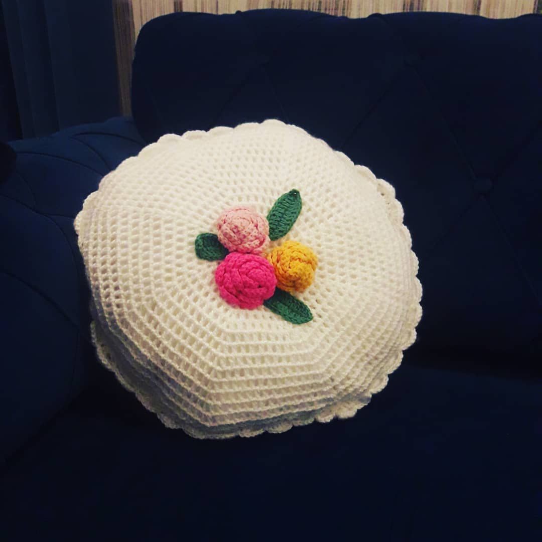 granny-square-crochet-pillow